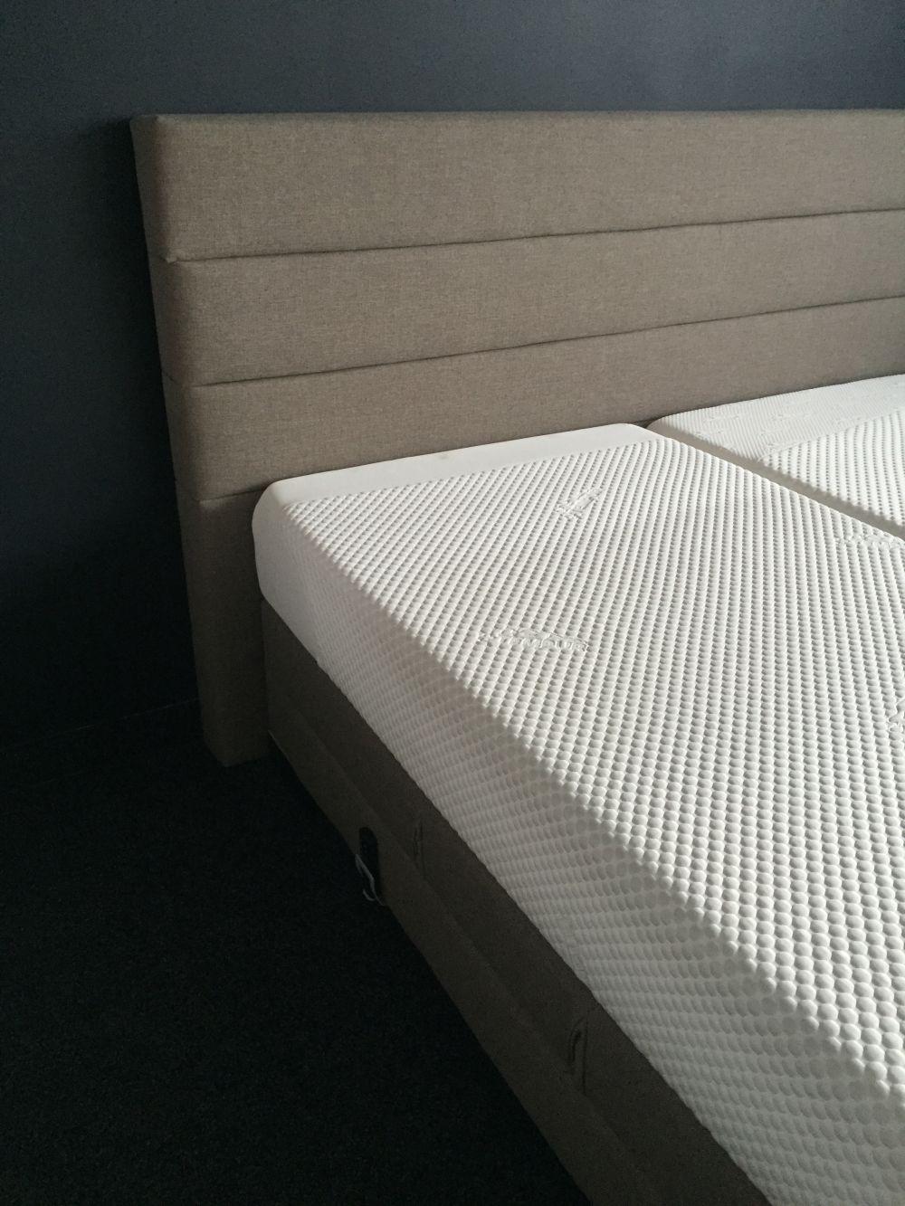 Three Stripes kárpitos ágy